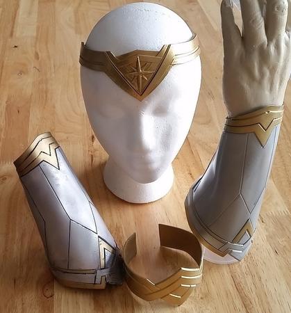 Wonder Woman Bracer Set