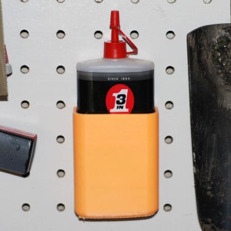 Dispositivo para el montaje de una botella de 3-en-uno de aceite a un tablero